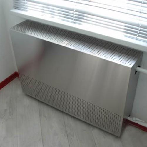 Закрыть батарею отопления можно штампованными листами из нержавеющей стали