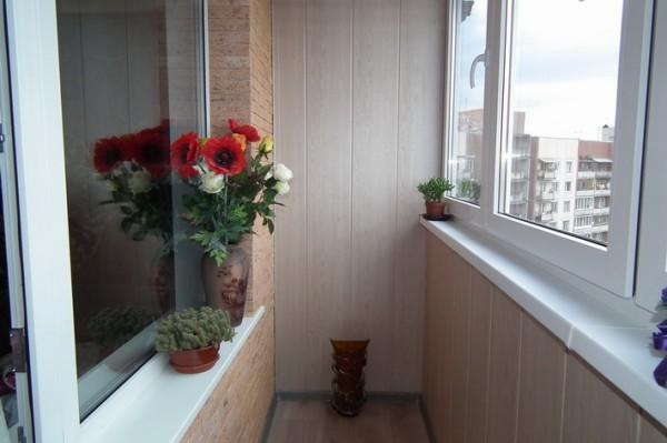 Частичная обшивка балкона пластиком