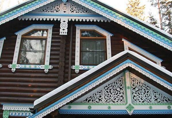 Декоративная облицовка дома из дерева