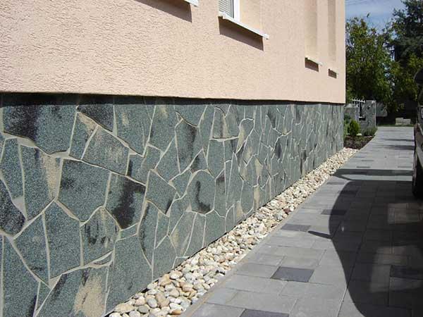 Декоративный цоколь из каменной плитки