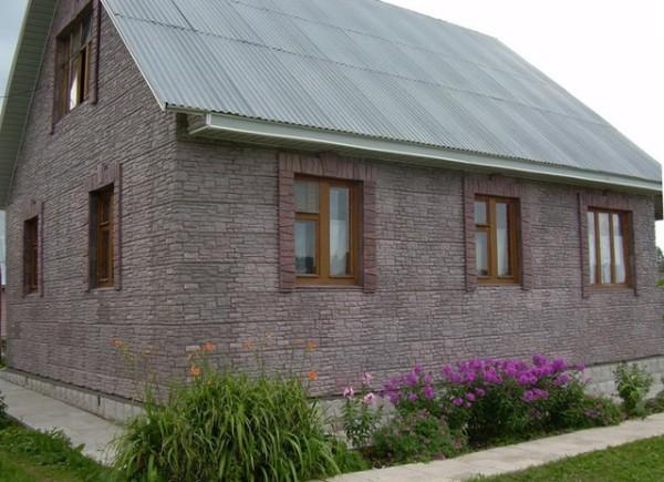 Деревянный дом, облицованный термопанелями