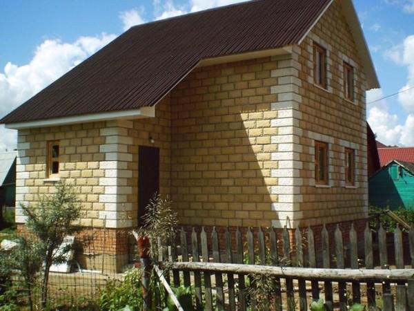Дом из блоков с декоративным покрытием