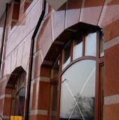 Фасад дома и его декоративное оформление гранитом