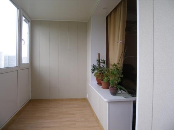Облицовка балкона ПВХ панелями