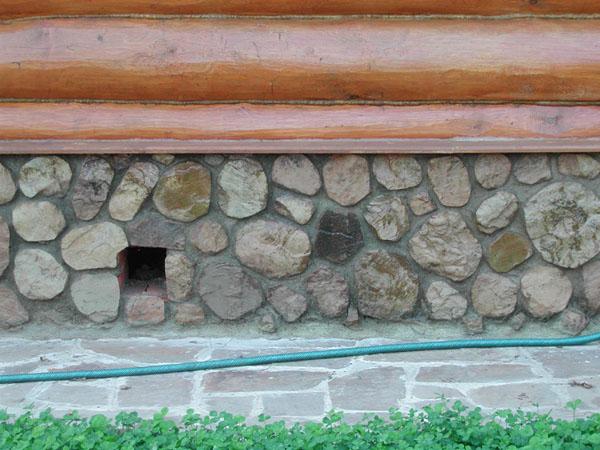 Облицовка цоколя бутовым камнем
