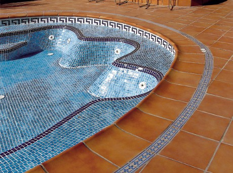 Оформление бассейна при помощи керамогранита