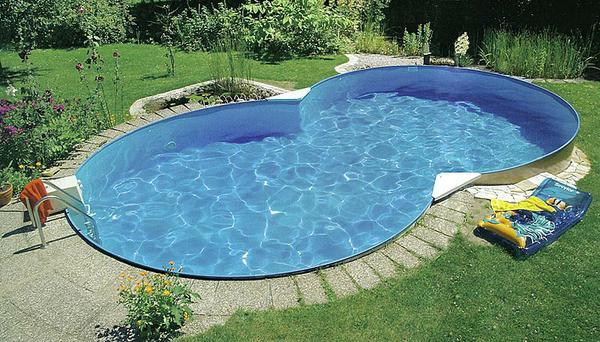 Открытый бассейн, облицованный плёнкой