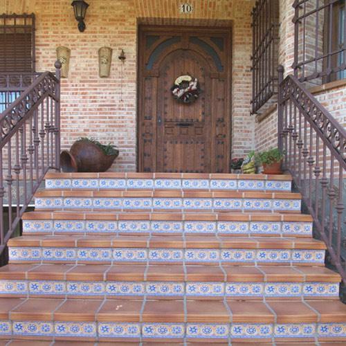 Проступи с орнаментом, как основное украшение лестницы