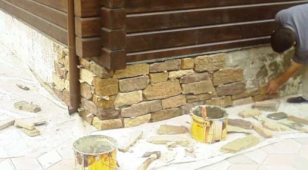 Работы по отделке фундамента камнем