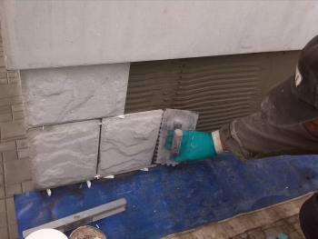 Регулируем угол установки при помощи пластиковых крестиков