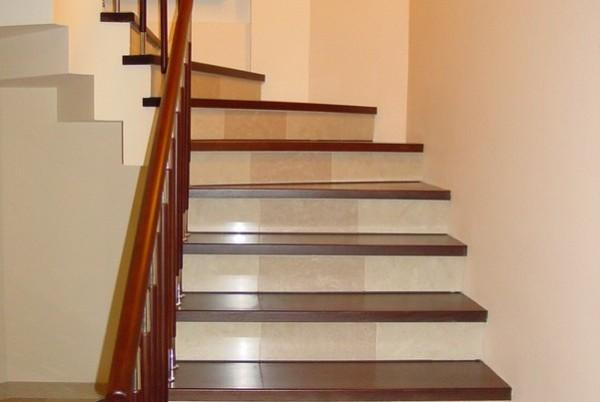 Вариант современной отделки бетонной лестницы