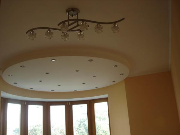 Варианты оформления потолков с подвесными конструкциями