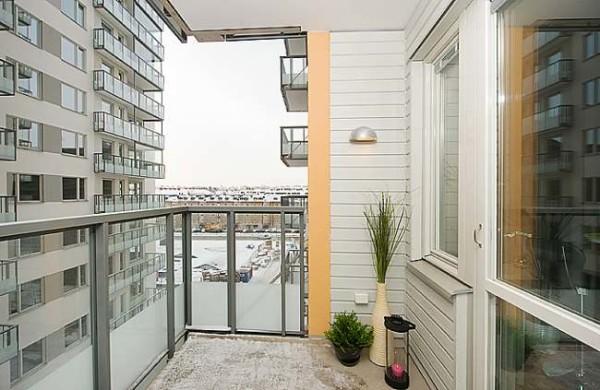 Облицовка сайдингом балкона