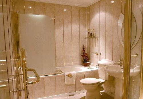 Облицовка стен ванной комнаты пластиковыми панелями