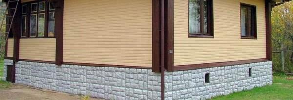 Цоколь, облицованный пропиленовыми панелями