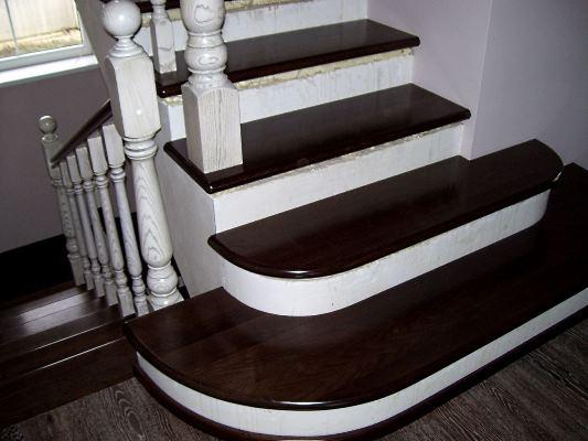 Лестница с деревянной облицовкой