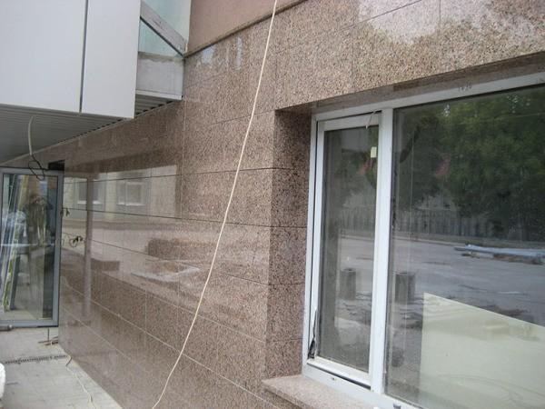 Отделка фасада мраморной плиткой