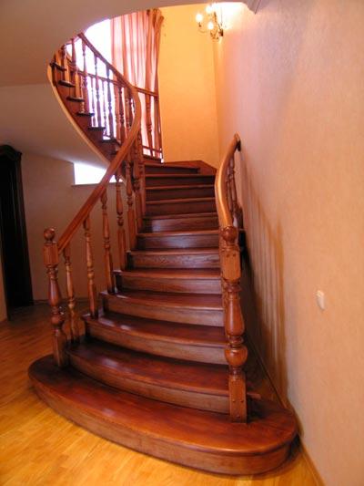 Полная деревянная отделка лестничной конструкции