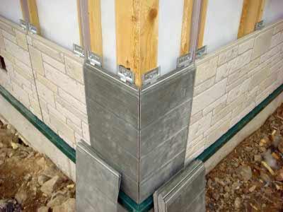 Монтаж на деревянную обрешетку при помощи металлических уголков