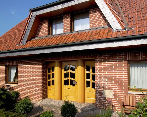 Облицовка деревянных домов фасадной плиткой под кирпич
