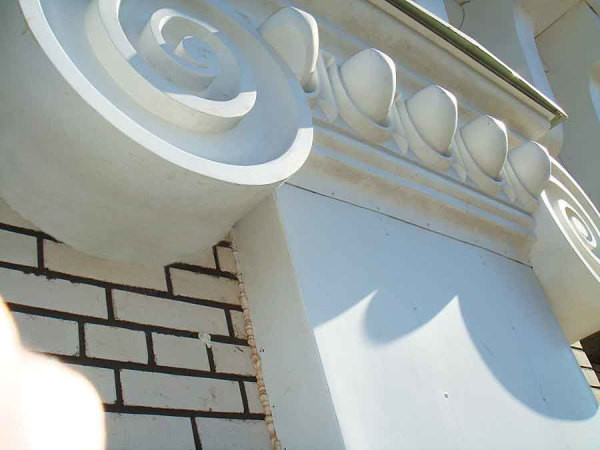 Оформление фасада из стеклопластика
