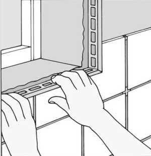 Декоративная часть раскладки скроет стык, а её рабочая плоскость останется под плиткой