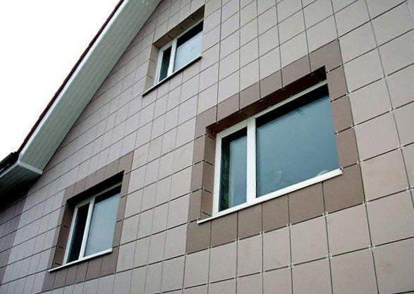 Облицовка зданий керамогранитом подразумевает устройство усиленного каркаса и требует от монтажников высокой квалификации