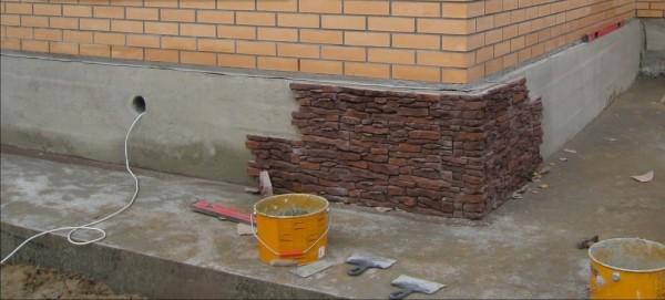 Отмостка для опоры каменной облицовки