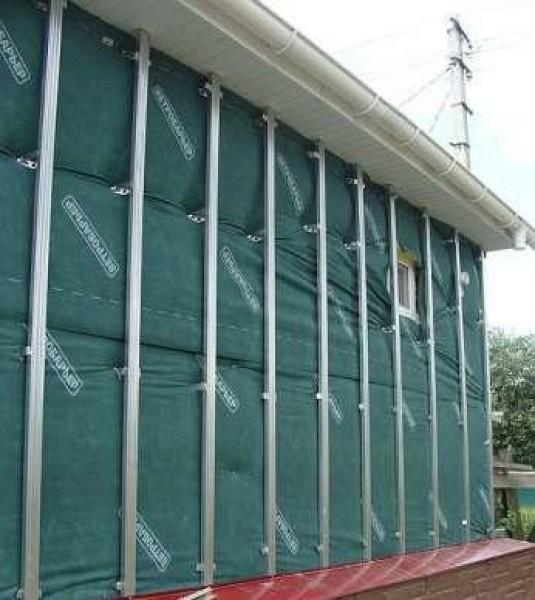 Утепленное здание с готовым каркасом под облицовку