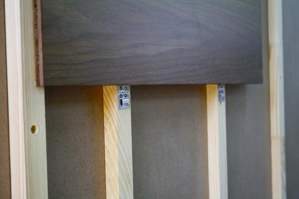 Верхняя панель зафиксирована, готов крепеж для расположенной ниже