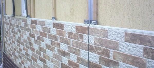 Фото цементных фасадных панелей в процессе монтажа