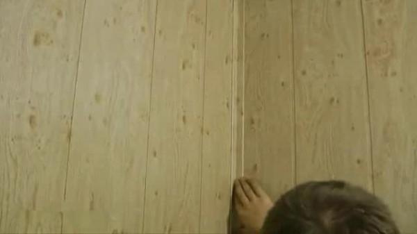МДФ уголки можно использовать и в качестве потолочного плинтуса