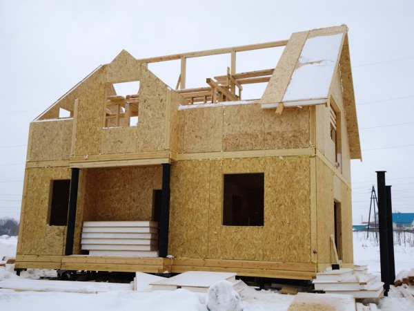 Облицовка фасада дома из СИП панелей облагородит внешний вид и защитит от разрушения
