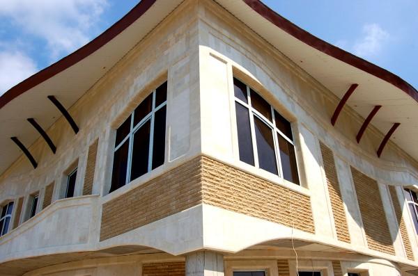 Комбинированная отделка наружных стен: облицовочная фасадная плитка под кирпич