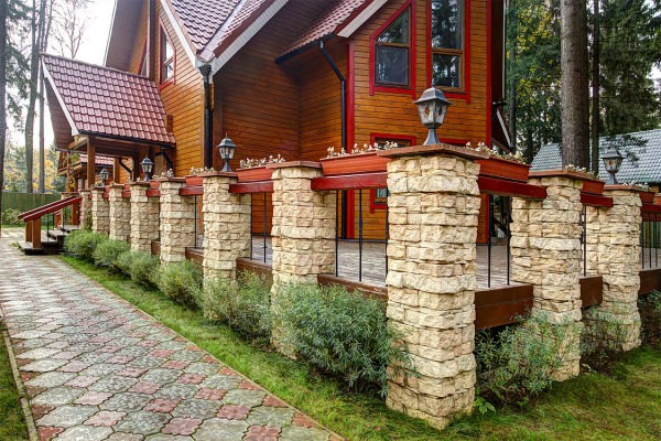 Наружная облицовка деревянных стен дома