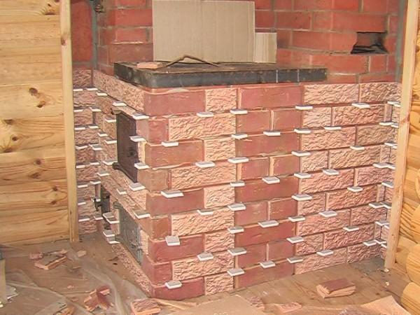 Облицовка печей и каминов терракотовой плиткой – вместо крестиков использованы кусочки гипсокартона