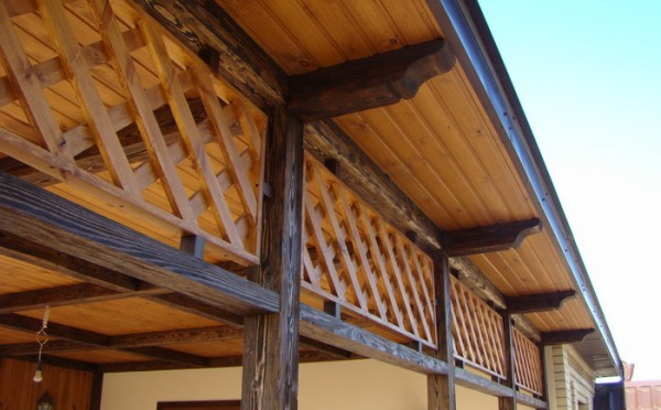 Деревянные элементы, соприкасающиеся с внешней средой, нуждаются в надежной защите