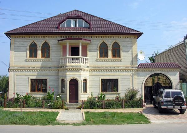 Облицовка фасада дома дагестанским камнем
