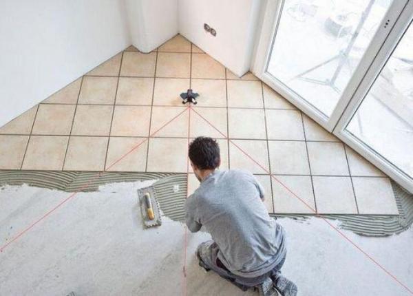 Диагональная укладка напольного плиточного покрытия