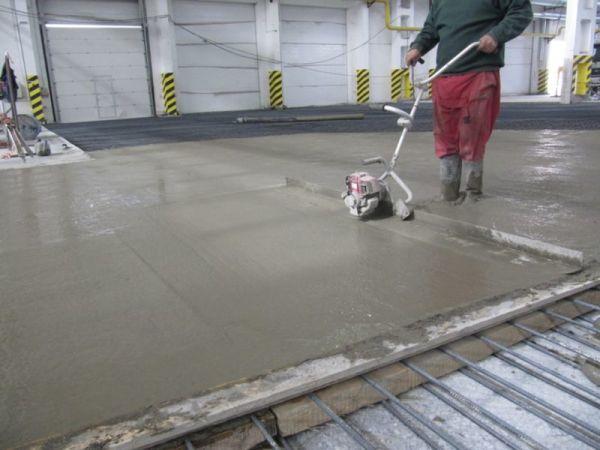 Материалы для бетонного пола: грунтовка под стяжку