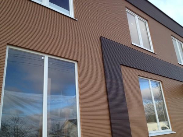 Облицовка фасада деревянными панелями на полимерной основе