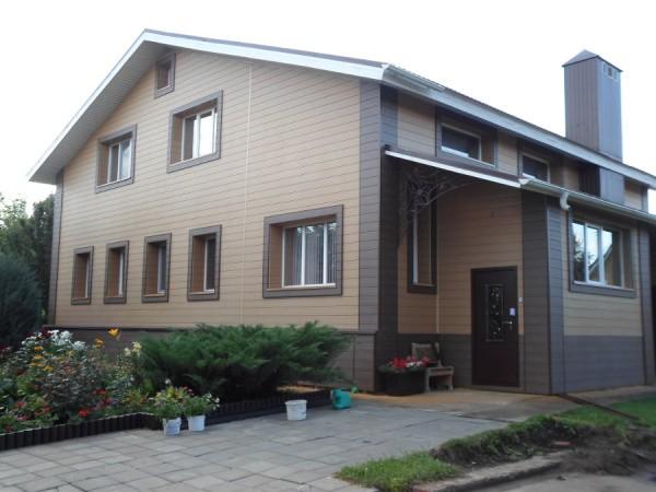 Облицовка фасадными панелями из полимерной древесины