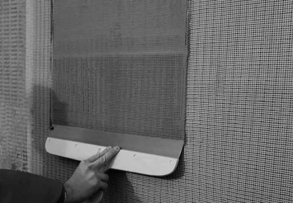 Шпаклевка пенопласта с армирующей стеклосеткой своими руками – этап армирования