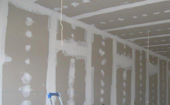 Так выглядят подготовленные под шпаклевку гипсокартонные стены