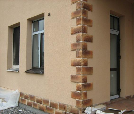 Фасад, отделанный акриловой шпатлевкой