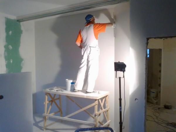 Как правильно зашпаклевать стены