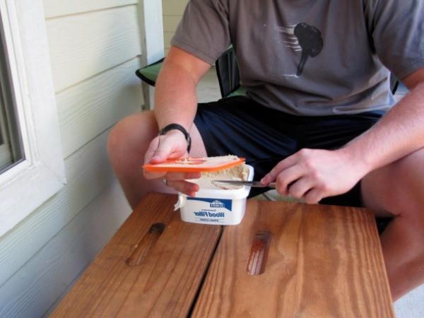 Перед тем как шпаклевать деревянные поверхности, убедитесь в качестве шпаклевки