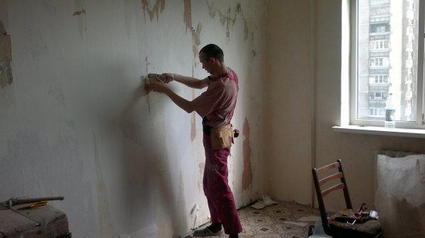 Как убрать шпаклевку со стен