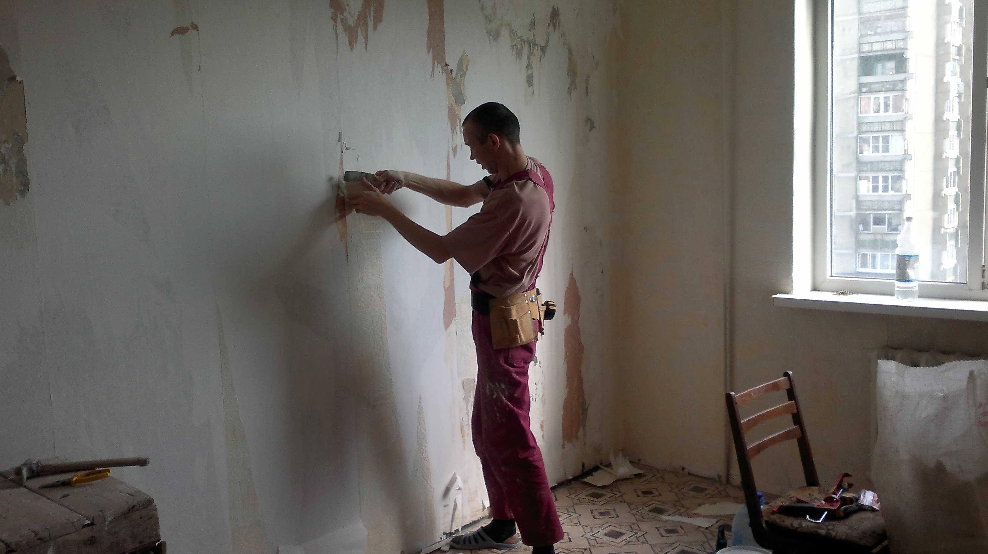 схема приклеивания пробки на стену