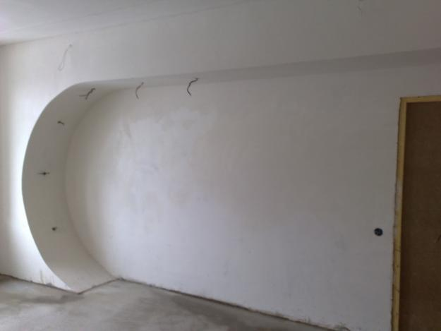 Как избавиться от плесени в углах на стенах